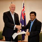 Former Australian Maritime Safety Authority Chief Executive Officer Graham Peachey shaking hands with Captain Nurur Rahman of Papua New Guinea National Maritime Safety Authority