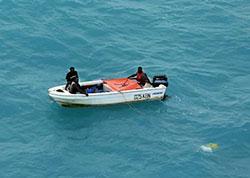 Image of vessel Wahoo with three people on board