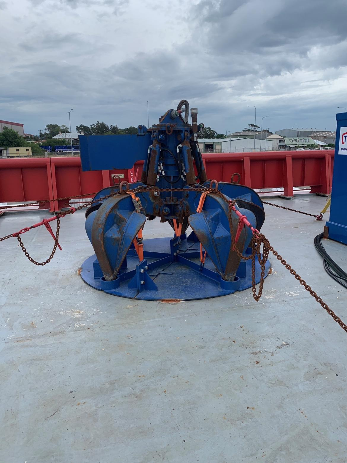 Robotic grab used to collect loose debris from the seabed