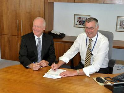 The Australian Maritime Safety Authority's previous Chief Executive Officer, Graham Peachey signing MOU with National Offshore Petroleum Safety Authority CEO