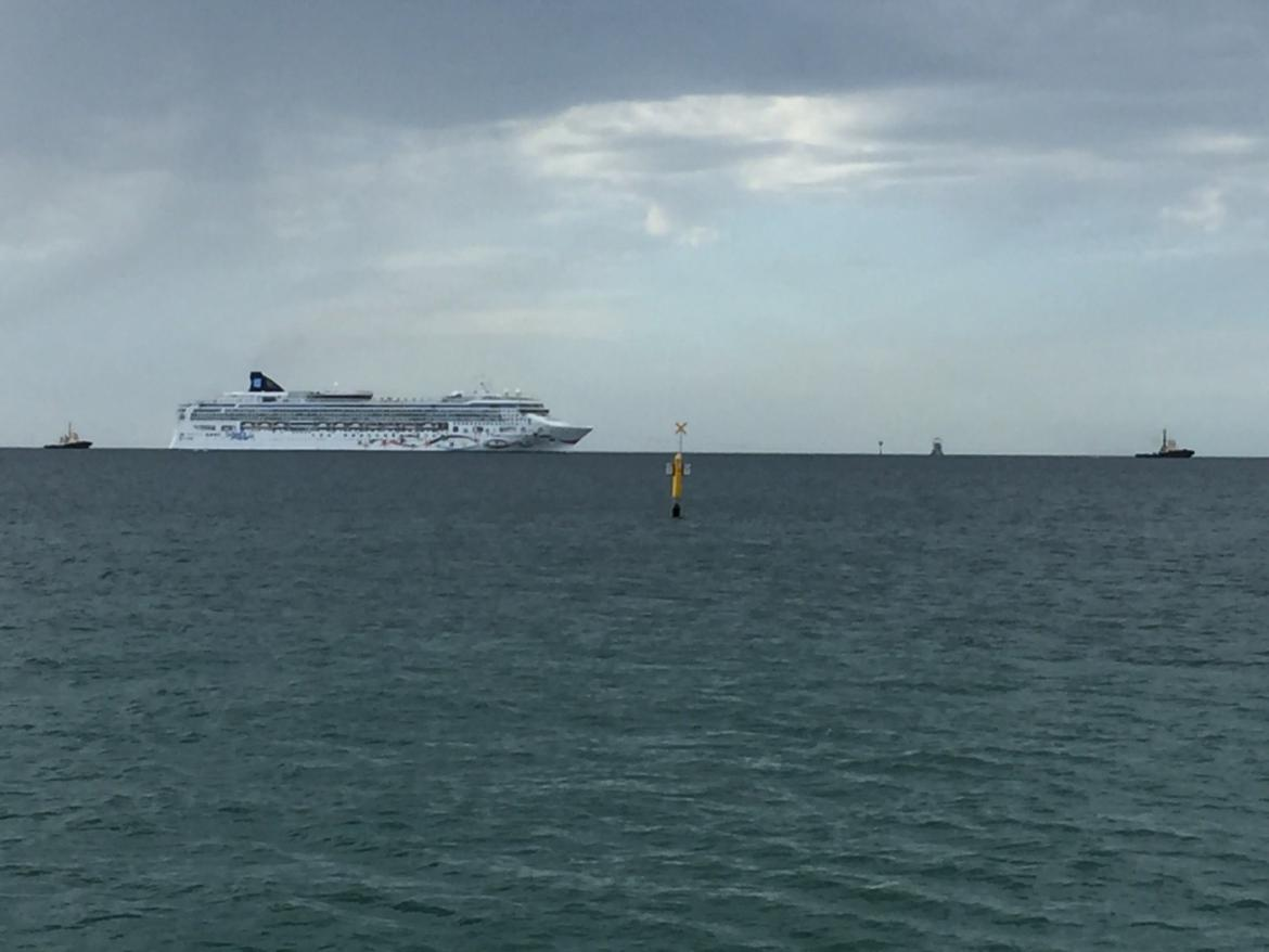 PV Norwegian Star out to sea