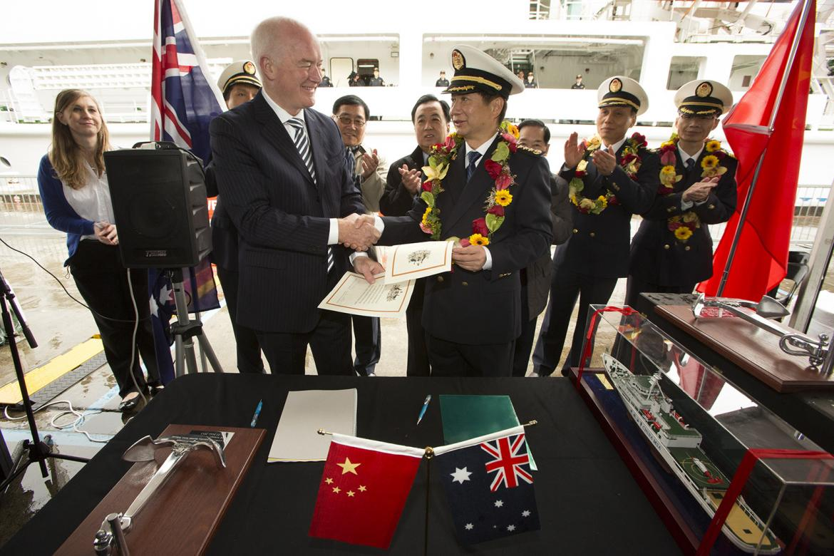 A special ceremony on 22 June was held at Garden Island to welcome the Haxiun 01 crew with plaques presented to the MSA and certificates signed by AMSA's CEO Graham Peachey and MSA Director-General Xu Guoyi to mark the occasion